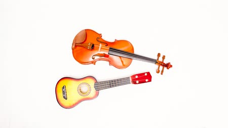 senfoni : Stop motion violin and ukulele Stok Video