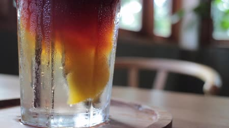 sede : Close up iced glass of peach soda drink, stock footage Vídeos