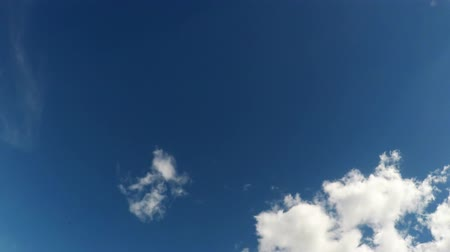 stratosfer : Time-lapse moving clouds and blue sky Stok Video