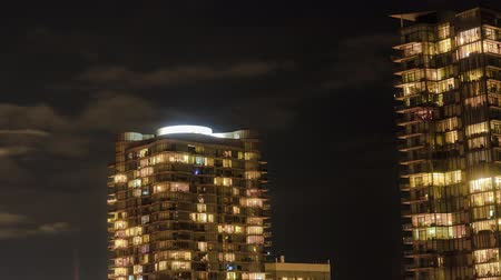 erkély : Timelapse of residential high rise buildings at night with moving clouds, Toronto