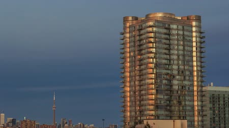 apartamentos : Timelapse of residential high rise buildings from day to night with moving clouds, Toronto Stock Footage