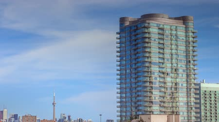 erkély : Timelapse of residential high rise buildings at daytime with moving clouds in Toronto