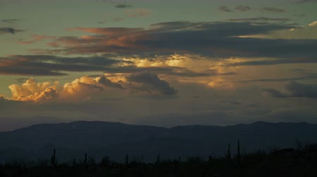 low lighting : Mountain Clouds - Sunset over an Arizona desert. Stock Footage