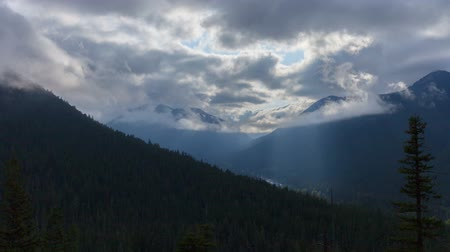ruhanilik : Mountain Rays - Heavenly light ray time lapse over the Cascade Mountains.