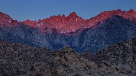 alpy : Mount Whitney Sunrise - Time lapse sunrise on the tallest mountain in the lower 48 states, Mount Whitney. Dostupné videozáznamy