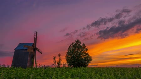 световой люк : Wooden Windmill at Sunset. Timelapse.