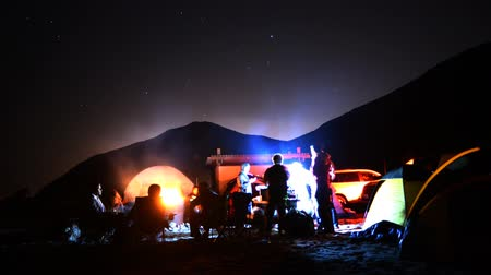 şenlik ateşi : Time lapse footage with zoom in motion of campers enjoying company at night on the Beach in Malibu