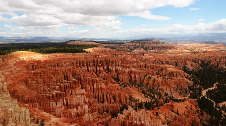 populair : Time lapse beelden van een panoramisch uitzicht op Inspiration Point in Bryce Canyon National Park Stockvideo