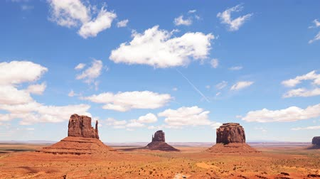 sagrado : Time lapse footage with tilt down motion of the famous photogenic spectacle of The View in Monument Valley