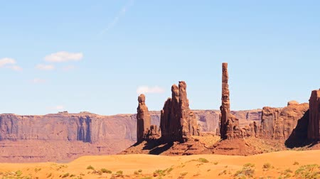 sagrado : Time lapse footage with zoom in motion of the famous photogenic spectacle Totem Pole in Monument Valley