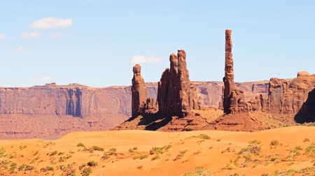 luz do dia : Time lapse footage with pan left motion of the famous photogenic spectacle Totem Pole in Monument Valley