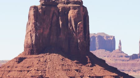 kmenový : Time lapse footage with pan right motion of eroded buttes in Monument Valley Dostupné videozáznamy