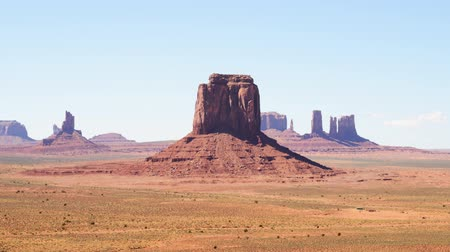 luz do dia : Time lapse footage with eroded buttes in Monument Valley