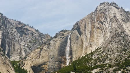 alpes : Time lapse footage with summer meadow and waterfalls in Yosemite National Park