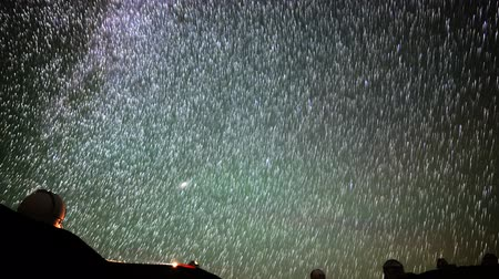 enstrüman : Astrophotography time lapse with tilt up motion of startrails over Mauna Kea Observatories in Hawaii