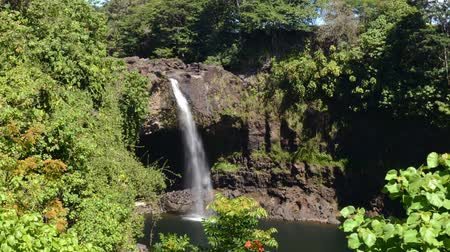 alpes : Time lapse footage with zoom in motion of Rainbow Falls in Hilo