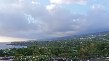ostrovy : Time lapse footage with tilt up motion of cloudscape during sunset at Kona