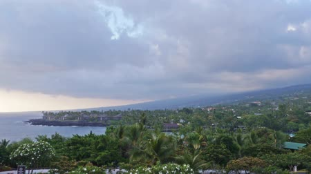monszun : Time lapse footage with zoom in motion of cloudscape during sunset at Kona
