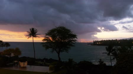 monszun : Time lapse footage with pan right motion of cloudscape over beach resort during sunset afterglow at Kona