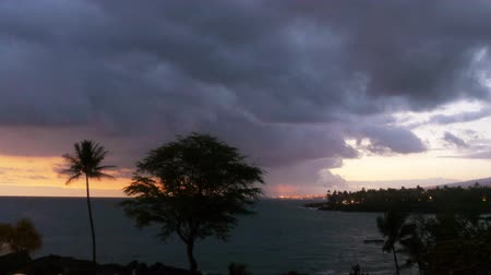 barışçı : Time lapse footage with zoom in motion of cloudscape over beach resort during sunset afterglow at Kona Stok Video