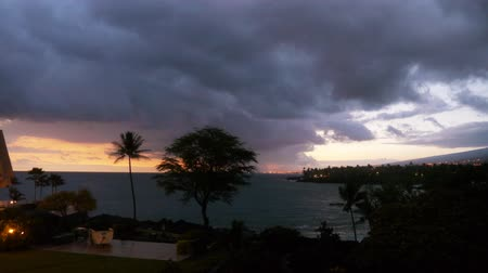 monszun : Time lapse footage of cloudscape over beach resort during sunset afterglow at Kona