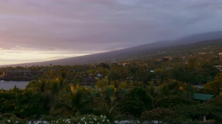 monszun : Time lapse footage with zoom out motion of cloudscape over beach resort during sunset afterglow at Kona