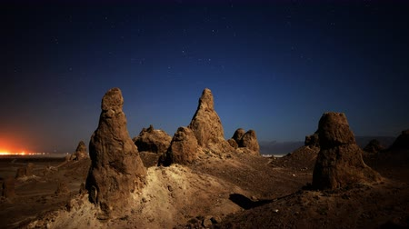 trona : 4K astrophotography time lapse with pan right motion of night to day transition over eroded formation in Trona Pinnacles Stock Footage