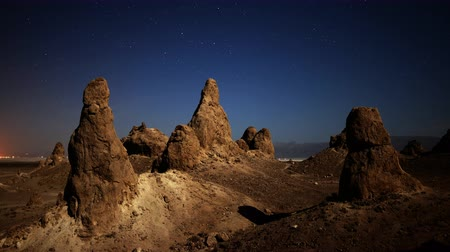 trona : 4K astrophotography time lapse with zoom out motion of night to day transition over eroded formation in Trona Pinnacles Stock Footage