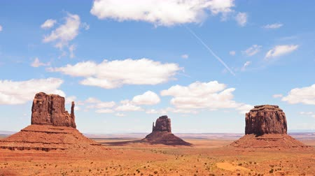 luz do dia : 4K Time lapse footage of the famous photogenic spectacle of The View in Monument Valley