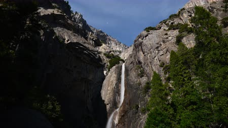 alpes : 4K Time lapse footage with tilt down motion of Yosemite Falls at full moon night in Yosemite National Park Stock Footage