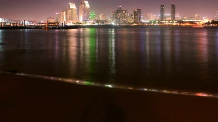 estresse : 4K Motion Controlled Dolly Time Lapse of San Diego Skyline at Night -Zoom Out- Stock Footage