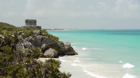 meksyk : Mayan Ruin of Tulum on Tropical Beach Wideo