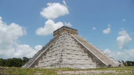 руины : Mayan Ruin of Chichen Itza Time Lapse Стоковые видеозаписи