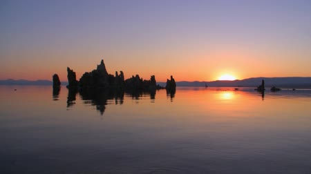 göl : Mono Lake Sunrise Reflection Time Lapse Stok Video