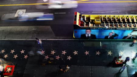 tiyatro : Hollywood Night Time Lapse Above the Walk of Fame Pan Right