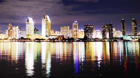 stadsgezicht : San Diego Night Cityscape Timelapse Pan Left Stockvideo