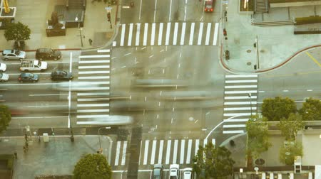 cauda : Busy Intersection in Downtown at Rush Hour Time Lapse Zoom In Stock Footage