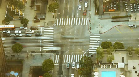 encruzilhada : Busy Intersection in Downtown at Rush Hour Time Lapse Long Shot Fixed
