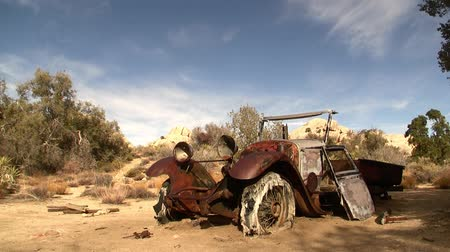bouldering : Abandoned Car in Desert Time Lapse