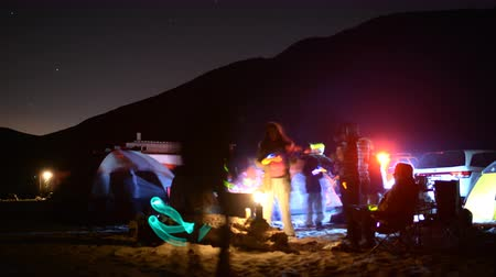 kamp ateşi : 4K time lapse footage with zoom out motion of campers enjoying company at night on the Beach in Malibu California