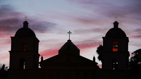 mise : Time Lapse of Old Mission Santa Barbara at Sunset
