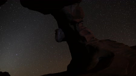 stella : Motion Control Dolly Astro Time Lapse of Stars su Arch Rock Ingrandisci