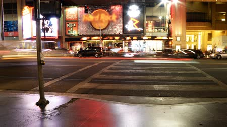 tiyatro : Time Lapse of Busy Crosswalk on Hollywood Blvd. at Night Zoom In