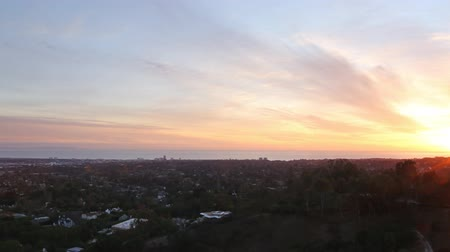 esquerda : Motion Control Pan Time Lapse of Sunset Cityscape in LA Zoom In