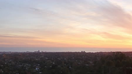 esquerda : Motion Control Pan Time Lapse of Sunset Cityscape in LA Close Up
