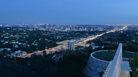 blauwe lucht : Time-lapse van Twilight Cityscape in LA Close Up Stockvideo