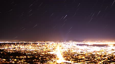 raster : Time-lapse van Star Trails in Bay Area Cityscape Nacht tot dag Close-up Stockvideo