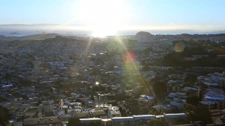 raster : Motion Control Pan Time-lapse van Sunrise over Bay Area Cityscape Close Up