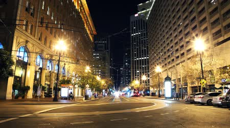 fari : Time Lapse di Market Street at Night in San Francisco