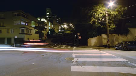 скат : Motion Control Pan Time Lapse of Lombard St. Switchbacks in San Fran Tilt Down